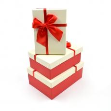 Set 3 cutii dreptunghiulare cu funda mare si panglica subtire rosu cu crem